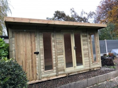Contemporary royal summer room with side shed insulated