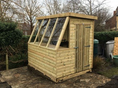 12mm potting shed with built in bench